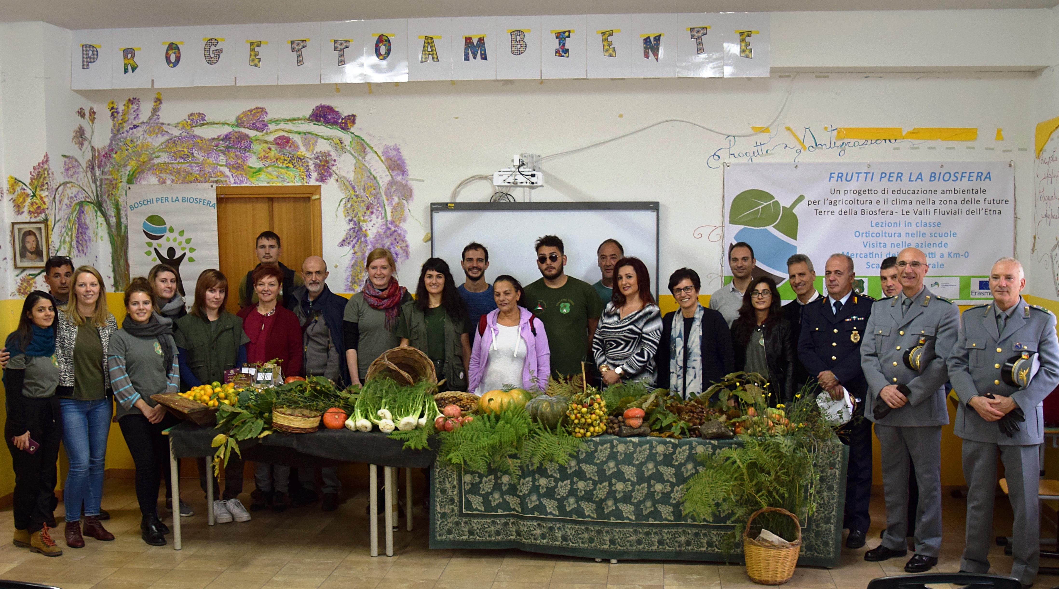 Kinder, Eltern und Verantwortliche von Behörden trafen sich in Maletto zum Auftakt des EUKI-Projekts