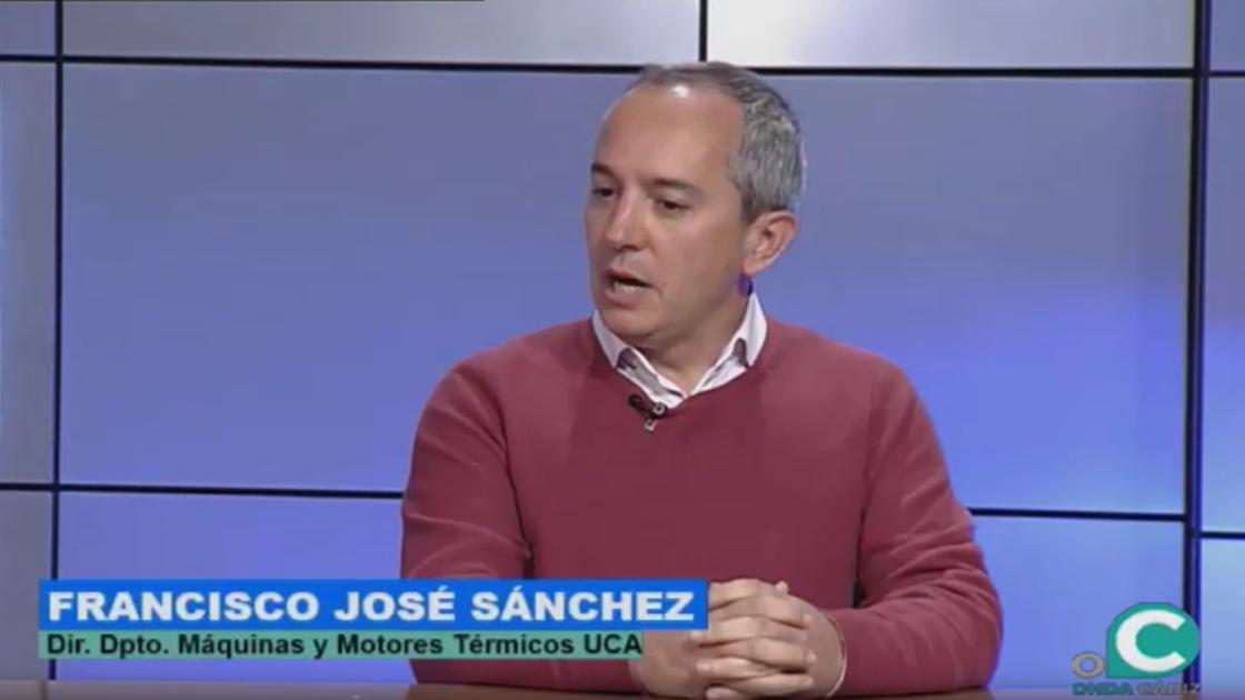 """Man with short grey hair in TV studio. Text: """"Franciso Jose Sanchez. Dir. Dpto. Maquinas y Motores Termicus UCA"""""""