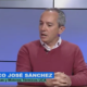 "Man with short grey hair in TV studio. Text: ""Franciso Jose Sanchez. Dir. Dpto. Maquinas y Motores Termicus UCA"""