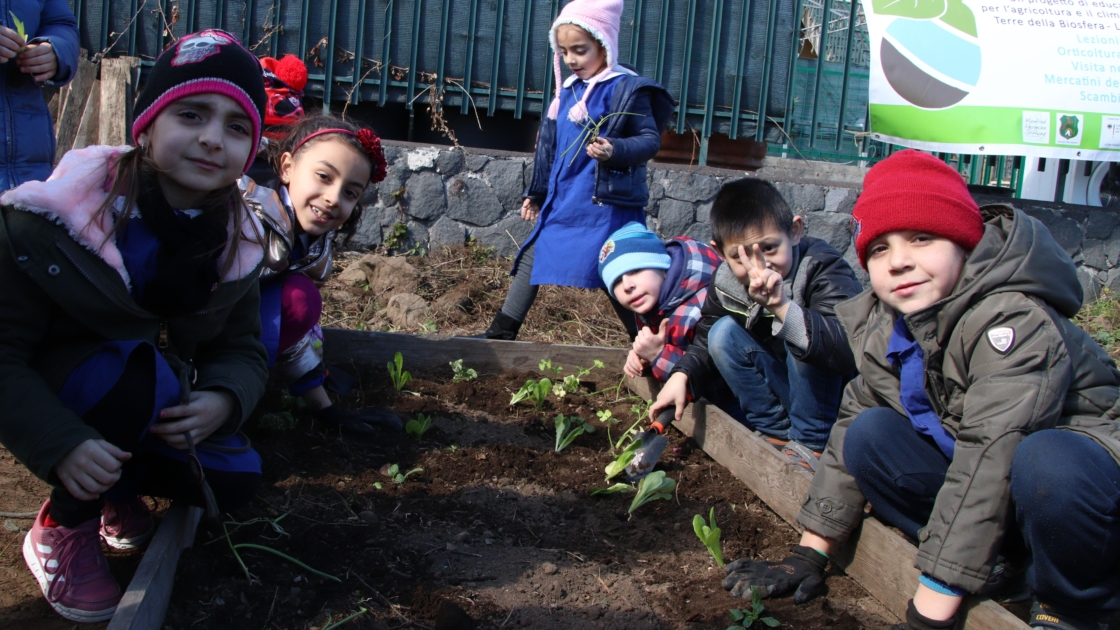 8 young children planting crops