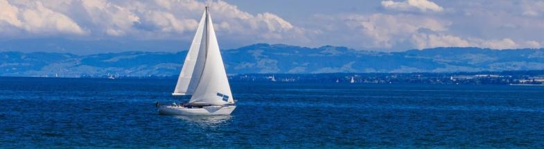 Segelboot auf dem Bodensee in der Nähe von Radolfzell