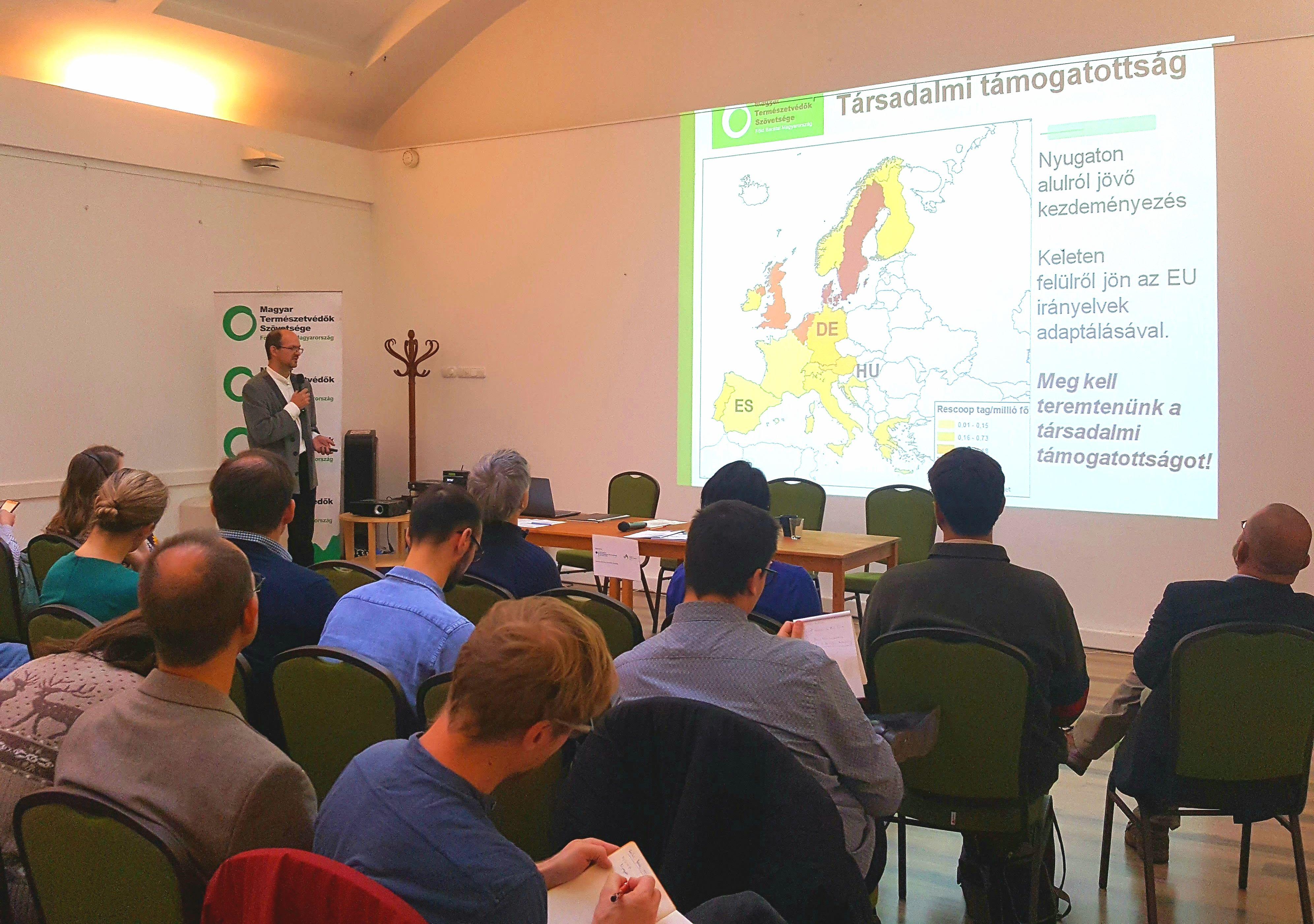 Präsentation von Bence Kovács beim öffentlichen Forum in Budapest.