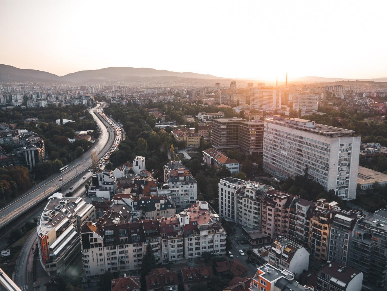 Blick über Häuser und Straßen