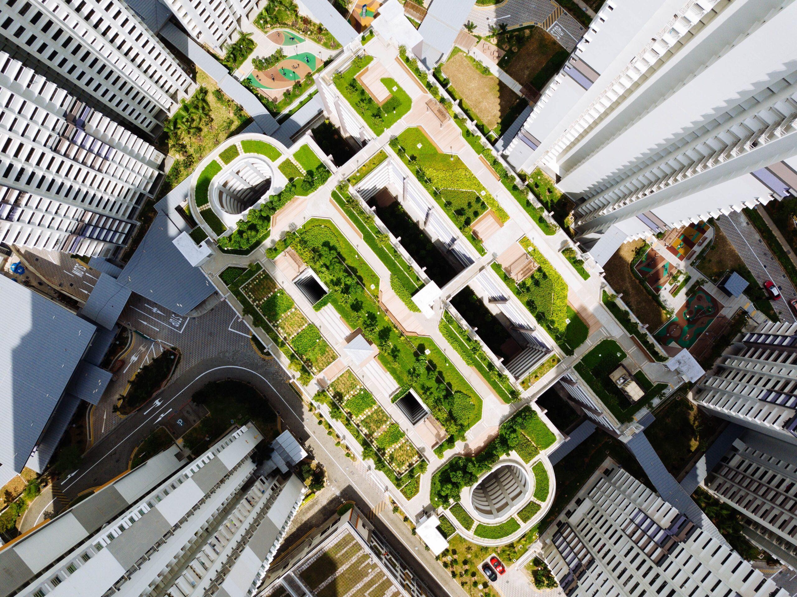 Blick auf grünes Dach