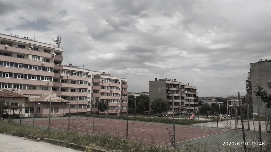 Renovated and non-renovated building blocks in Smyadovo subsidised by the local administration