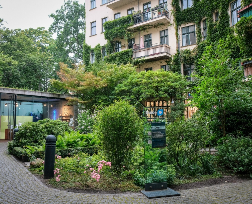 Green urban courtyard in Berlin