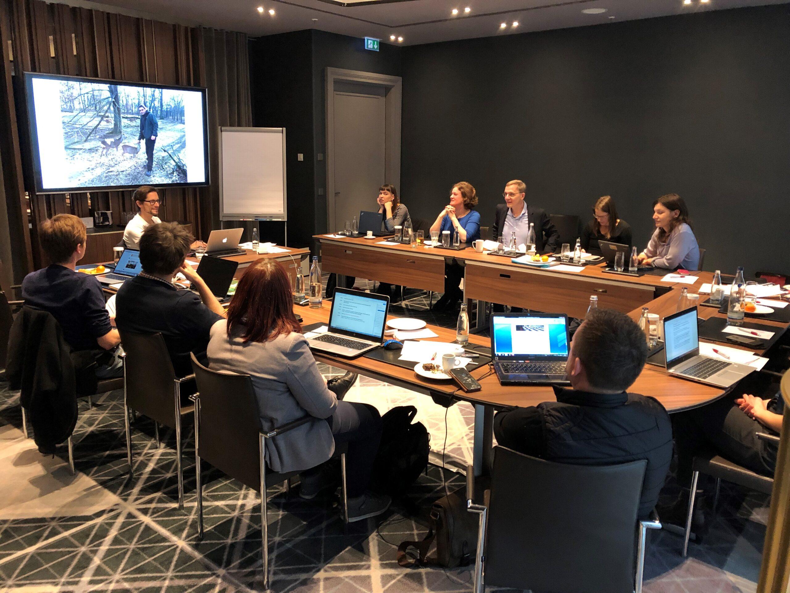 Journalismus StipendiatInnen in einer Konferenz in Berlin.