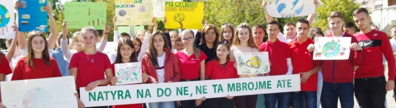Children in Albania calling for stronger climate action.