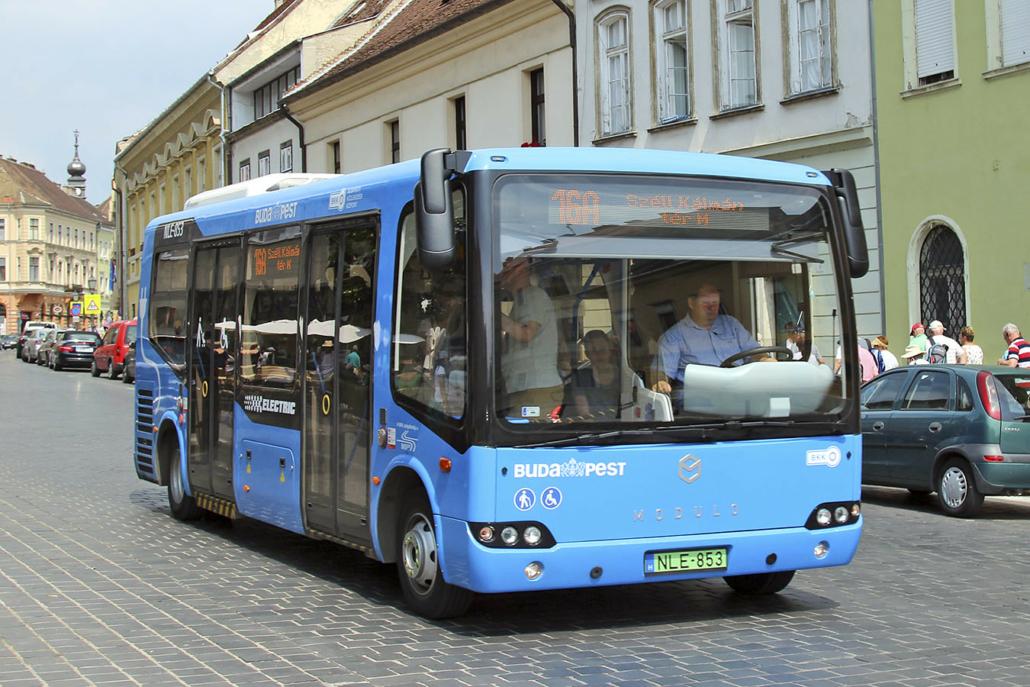 Elektrobus im Zentrum von Budapest